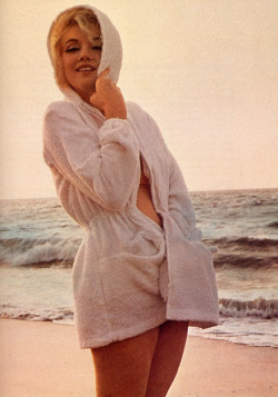 screen-sirens:  Marilyn Monroe (1926-1962) as photographed by George Barris in 1962.