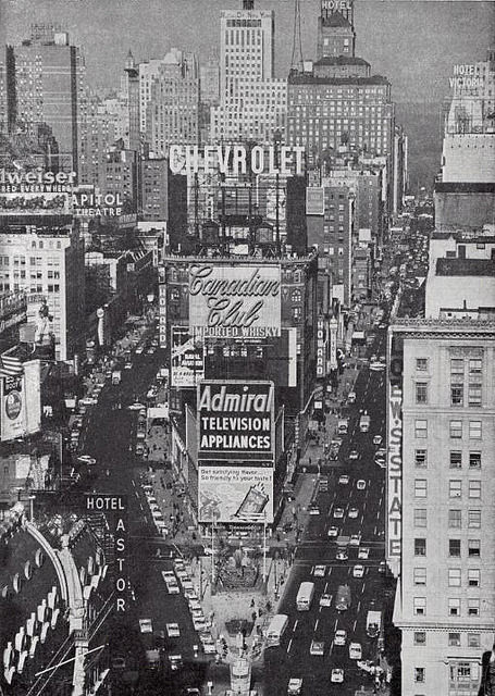 fuckyeahvintage-retro:  Times Square in NYC, 1960