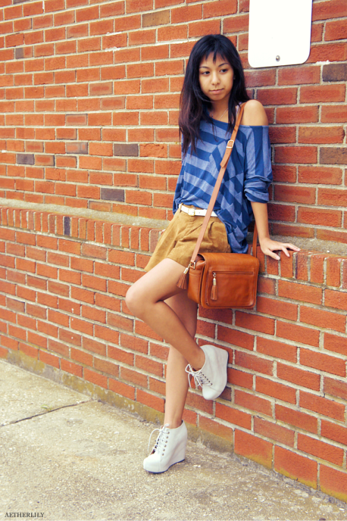 We love the way Fashion Click blogger Melanie Pangilinan updated her classic outfit with an off-the-shoulder striped top and suede shorts. Find out how you can copy this casual cool look here »