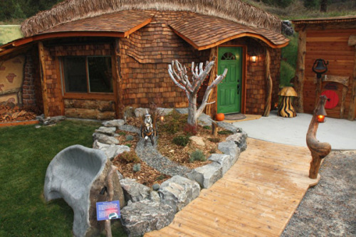 Wanna live like a Hobbit? Now you can! (via Real-Life Hobbit House Found In Montana Hillside! » MTV Geek)