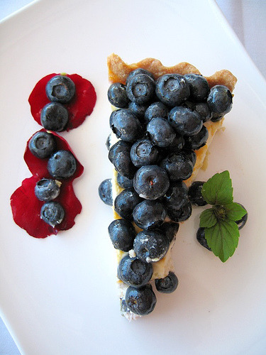 monsoupedujour:  blueberry tart by matuko amini