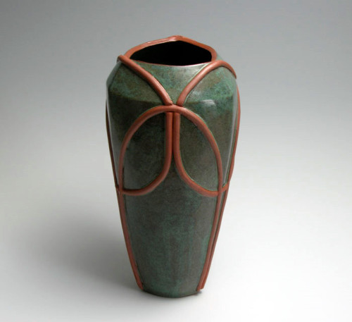 Barbara Fehrs: Vessel with Intersecting Circles