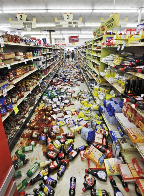 inothernews:  DROPRITE   Debris  covers the aisle at the Miller's mart food store in Mineral, Va.,  Tuesday, Aug.  A magnitude 5.8 earthquake hit the area which  was felt up and down the East Coast.  (Photo: Steve Helber / AP via MSNBC.com)