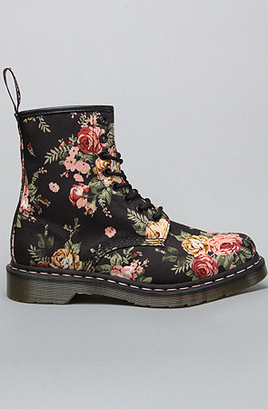 fffab:  The Victoria Flower 1460 BootWomen's Shoes By Dr. Martens