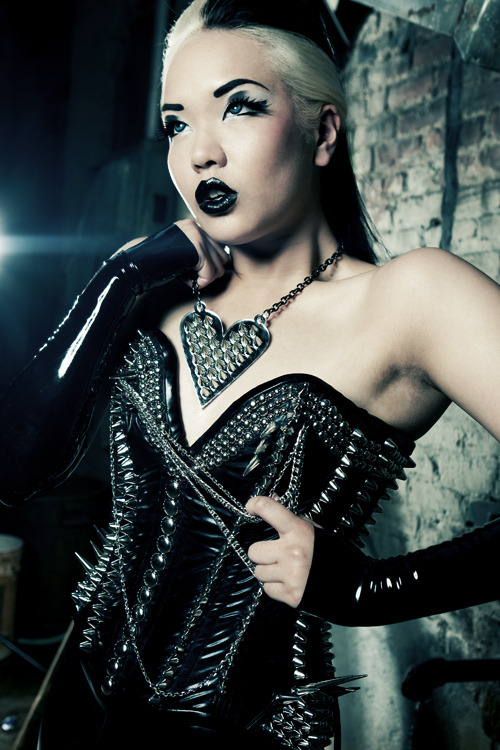morbidfashion:  (via Style Division: Brutal Glamour | destroyx.com   your daily dose of destruction)
