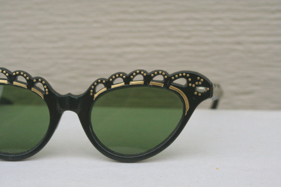 calivintage:  so epic! vintage 1950's cat eye sunglasses at thayerpicks on etsy.