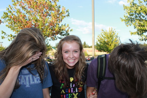 night-cat:  Kristen, Sami, Alex  Hair flippin'