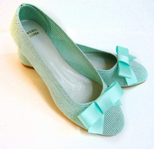 In love with these shoes! (via Panama Green handmade summer ballet flats from by DeBonisOrquera)
