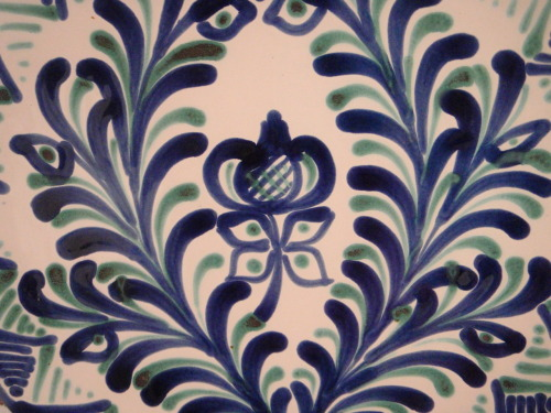 Andalucían pottery design. Taken at the caves in the Sacromonte.