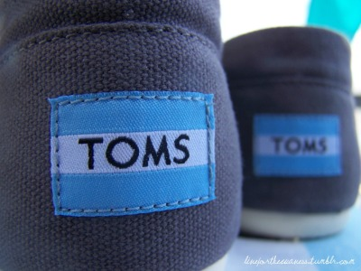i realllyyyy want toms shoesssssss :)