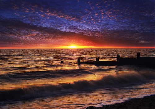 llbwwb:  Tide at Whitstable (by adrians_art)  ~ I love this scene… =)
