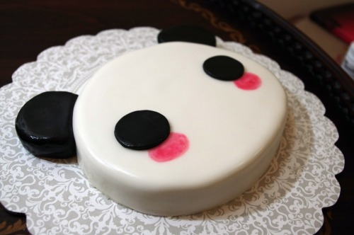 shamsasaqer:  Panda cake! Bet you can't eat it!