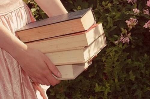 """"""" Não deixe sua vida ser um livro aberto, pois muita gente não sabe interpretar textos """"            ( F.menezesfeat. K.donnel)"""