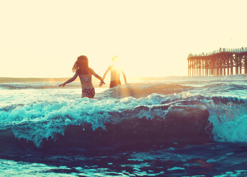 theworldasiseefit:  What I'd give to be on the beach again, summer <3