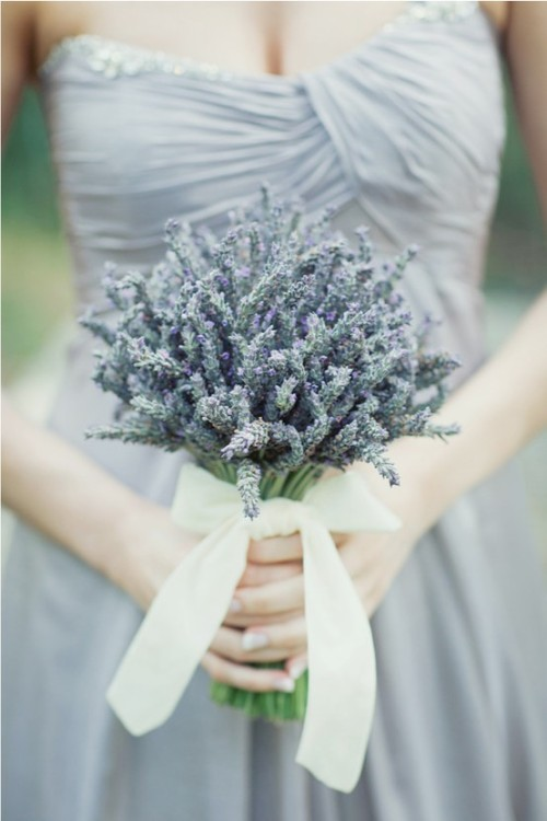 A simple lavender bouquet - beautiful! (via pinterest)