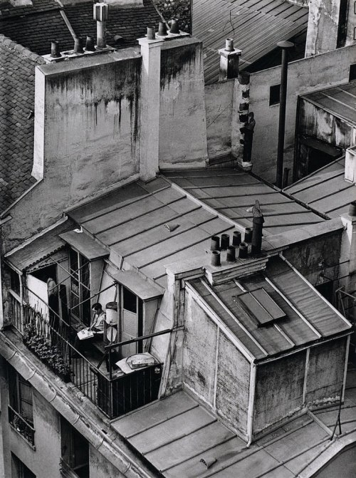 luzfosca:  André Kertész Quartier Latin, Paris, 1926 From his book On Reading