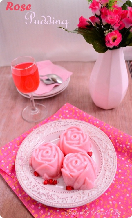 gastrogirl:  eggless rose pudding.