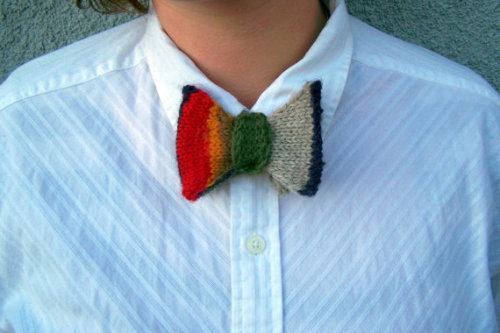 (via Wibbly Wobbly Bow Tie by LinknBeads on Etsy)