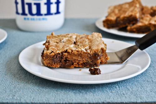 giantsrainbowsanddaisies:  Chewy Chocolate Chunk Marshmallow Cookie Bars There's not one word in there that I don't like. (via)