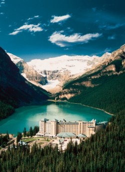 clubmonaco:   The Fairmont Chateau at Lake Louise, Canada  Canoeing, biking, horseback riding, rock climbing…do any of these appeal to you? A trip to one of Canada's natural wonders, Lake Louise, offers all of these activities and more.  hey. I've been there.