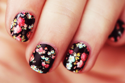 ciarabella:  vintage floral nails by ashleyTIA, on Flickr