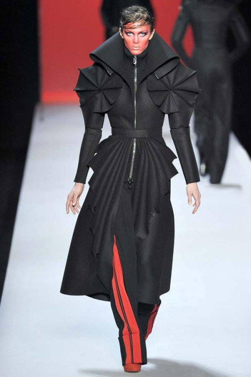 they.call.it.fashion - runway viktor & rolf . fall 2011
