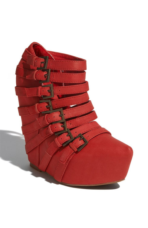 my.current.obsession (via throughtheillusion) jeffrey campbell - 'zip 2' . $190 there are currently around 6 new pairs of jeffery campbell's I want to add to my collection. this would be one of them. undecided on red or black… when in doubt, get both.