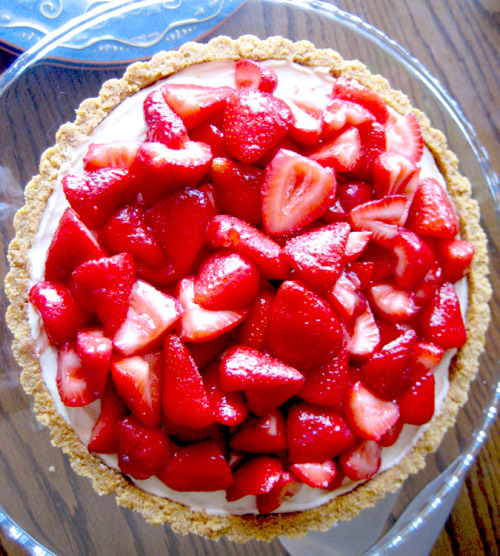 strawberry mascarpone tart with graham cracker crust
