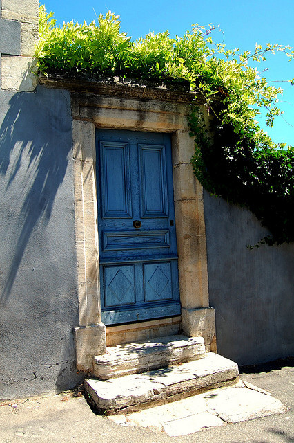 thetravelbelles:  Blue door in Apt by @gomarwrites
