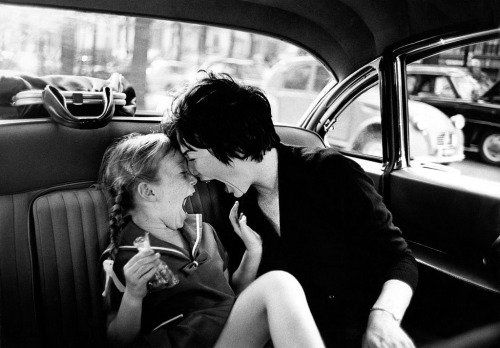 Shirley MacLaine & daughter, (Paris, during the filming of Irma la Douce), 1963 (Leo Fuchs) via luzfosca