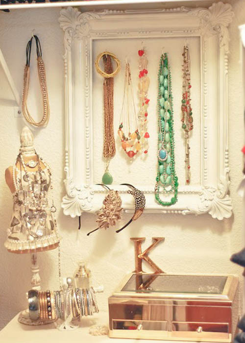 My goal this weekend is to organize my jewelry.  I have something similar to this in the works, and a few other ideas in mind… (via Curbly)