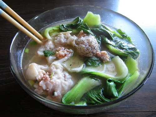 I've been eating at least 2 bowls of this a day since I made this wonton soup on Monday. Today I ate my last bowl. :( I did, however, make Alex 1 giant bowl (equivalent of two bowls) and gave two bowls to my friend Moy, who I mentioned bought me the camera I've been taking my food pictures with in an earlier post. As part of my anti-corporate practices, I bartered with him—two meals a week for the next three months for a digital point-and-shoot camera to start this blog. Sure, that's a lot of work on my end, but I love cooking, and I especially love cooking for friends. This is also probably the best deal we'll make in our lives. Who even barters anymore? Anyway, for this wonton soup, I took a trip to one of my favorite Vietnamese grocery stores in Uptown called Tai Nam Market. For $15 (not bad for 10 bowls of soup), I bought a pound and a half of whole shrimp, a pound of ground pork, a bundle of baby bok choy, a bunch of cilantro, scallions, wonton wrappers, Hong Kong style egg noodles, and bean sprouts. I eyeballed almost everything, so you've gotta use the taste-and-try method if you want to use this (broth) recipe. Most restaurants throw in a little bit of MSG to enhance the flavor of their broth and wontons, but MSG is banned in my kitchen and I don't find it necessary if I use enough raw main ingredients. Wonton Filling Yields 45 wontons. 1½ lbs shrimp, peeled and deveined(whole shrimp is required for this recipe since you'll be using the shells to flavor the broth) 1 lb ground pork 2 Tbsp minced ginger 1 Tbsp minced garlic 4 Tbsp minced yellow onion 5 Tbsp chopped scallions ground white pepper salt 45 wonton wrappers 1 whisked egg yolk  Mince the shrimp and combine in a large bowl with ground pork, ginger, garlic, yellow onion, scallions, white pepper, and salt. Mix well. Scoop half a Tablespoon on to a wonton wrapper, dab the edges of the wrapper with egg yolk, and fold in half to seal the wonton. Shrimp Broth: Yields about 10 bowls. 4 cups organic chicken stock approx 8 cups water 1½ lbs shrimp shells fish sauce, to taste organic raw cane sugar, to taste onion powder, to taste  Combine chicken stock, water, and shrimp shells in a large pot and bring to a boil.  Allow flavors to settle for 10 minutes, then add fish sauce, cane sugar, and onion powder by the tablespoon until it is flavorful enough for your palette. Consider the flavor of the wontons and baby bok choy will add once you boil it in the broth for five minutes for every serving. If it gets too salty, simply add more water to dilute it and balance out the flavor. To prepare a bowl, bring a small pot of water to a boil and and steep egg noodles for 10 seconds (no longer, or else they will overcook and become soggy), rinse with cold water, and toss in a serving bowl. Throw in wontons (cooked for 5 minutes in broth) and baby bok choy (cooked for 3 minutes). Pour in enough broth to fill the bowl. Garnish with fresh cilantro, scallions, bean sprouts, a pinch of black pepper, and Sriracha. Devour and enjoy! I froze 4 portions of the extra broth to use for ramen, which I'll be making from scratch for the first time on Sunday with Alex. And I didn't do it this time, but with extra wontons, you can either freeze them, or fry them and eat them with homemade sweet and sour sauce.