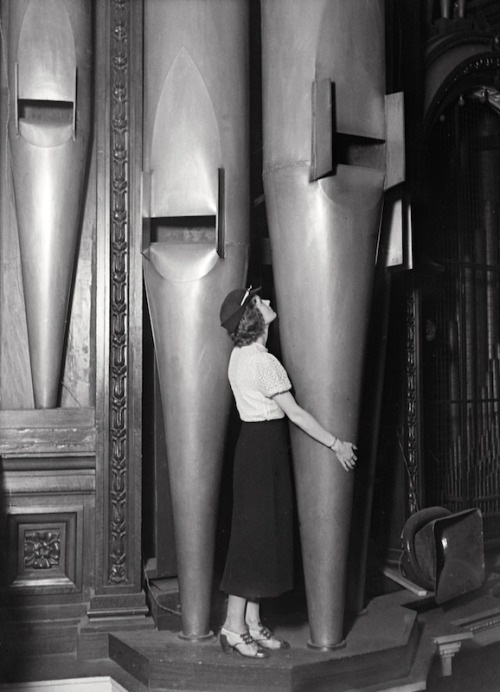 ineveryending:  Organ of the Albert Hall (E.O. Hoppé, London, 1932)