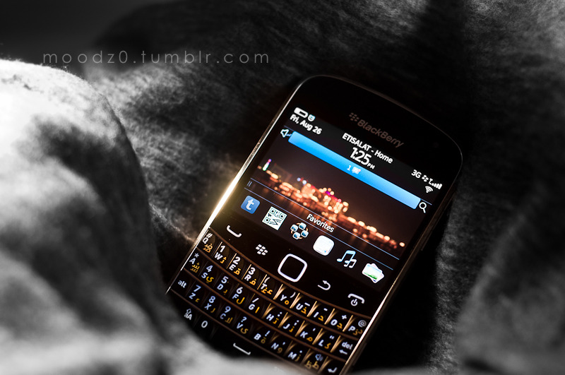 My blackberry bold 9900 -Wallpaper By me :D -