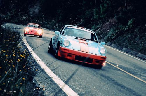 Dueling Porsches!!!  (La Carrera Panamericana 2010) by RENE ORTEGA (RANACHILANGA) on Flickr.