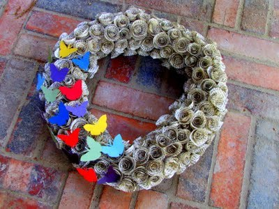 (via mama says sew: Butterfly Bookpage Wreath)