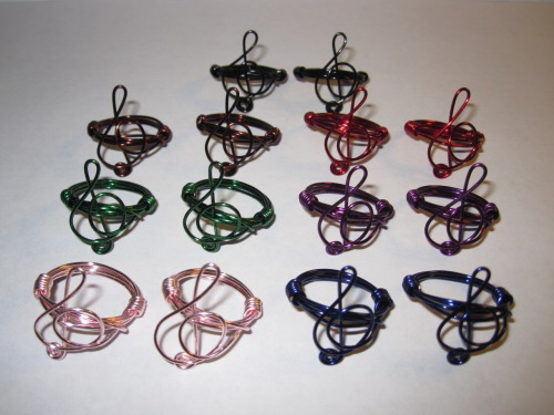 aliljazz:  GIVEAWAY! This Month's Giveaway are my a Lil' Treble Clef Rings. You get to choose one of the following colors: Black, Dark Blue, Red, Brown, Pink, Green, Purple, and Copper (not shown on photo). For more detailed photos of my a Lil' Treble Clef Designs, Visit my Shop at http://www.jazziesandlilies.etsy.com All you have to do is Reblog this Post Once and Follow my Blog! The Lucky Follower will be announced on Wednesday, August 31, 2011! Good Luck and Thanks again for all your support!  i already have one but i would LOVE for my mom to have a matching one she would love that :)))