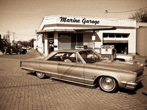 Garage with oldschool cars by Herman Tse on Flickr.