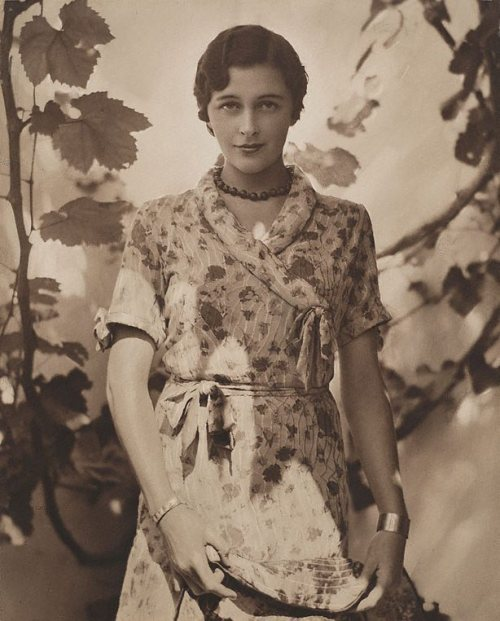 Portrait in sunshine (Patricia Minchin), by Harold Cazneaux1931