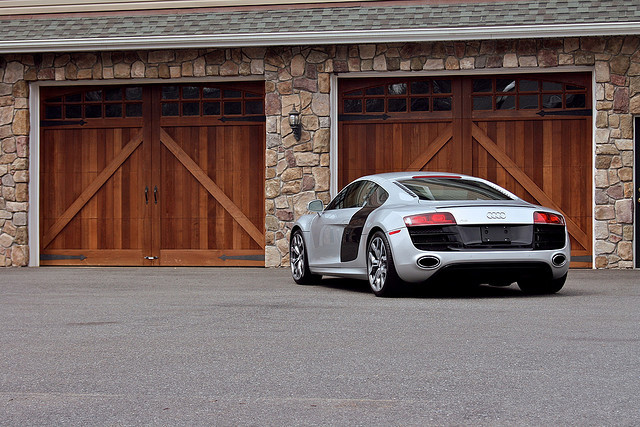 jmdc88:  Yep. Want this one too! :) #WantAnR8 Audi R8 V10 Rear by Mike V on Flickr.