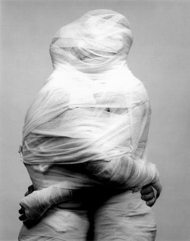 whitehotel:  Robert Mapplethorpe, White gauze (1984)