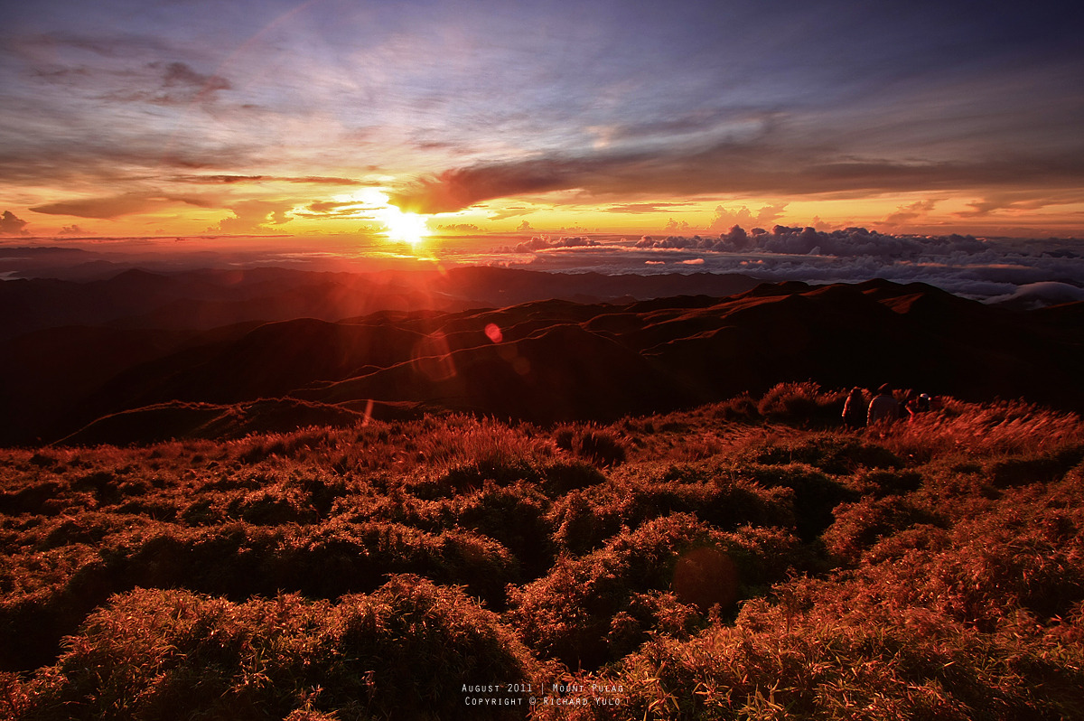 backpackerchronicles:  The most glorious sunrise  Mt. Pulag, Philippines  Tomorrow's another day.