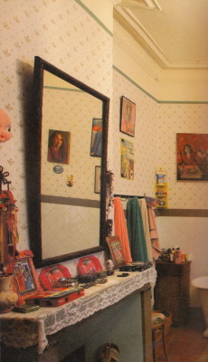 pinatasmashing:  Aline Kominsky Crumb's bathroom. photo from Need More Love. i have said it here once before, but i am gonna say it again..Aline Crumb is a decorating pro.