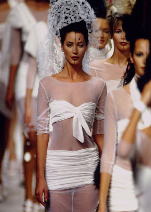 90srunway:  Christy Turlington, Karl Lagerfeld S/S 1994