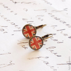 (via Union Jack Earrings by JujuTreasures)
