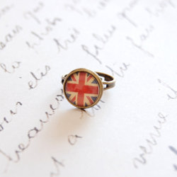 (via Union Jack Ring by JujuTreasures)