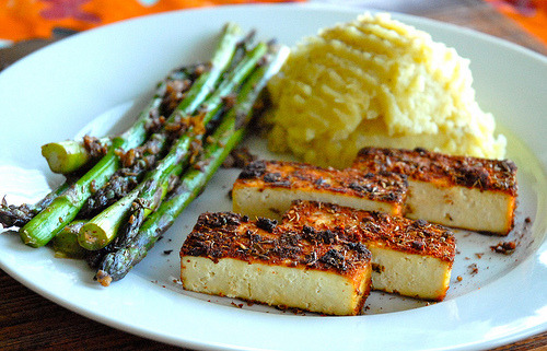 kitchenelves:  Tofu, Asparagus, Mashed Potatoes
