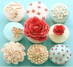 cupcakemania-:  Cupcakes with Fancy Fondant