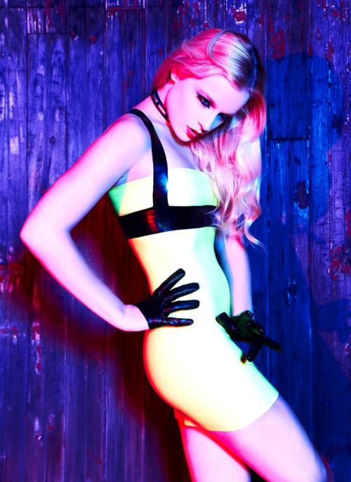 adalaclothing:  Adala Latex with Kassandra Love ;)