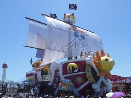 The famous One Piece ship, Thousand Sunny was recently built in a 1/1 scale in Japan. This enormous ship is currently located in Odaiba for Display from July 16th to August 31st 2011. ===== >.< I want to go there *sigh* but I can't. Please click the image source for more pictures. By the way, thanks to my new followers! :D